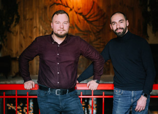 Cооснователи сети кальянных «Абдула, Поджигай!» Игорь Подобедов (слева) и Сергей Кавалерчик (справа)