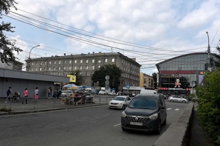 общежитие НГТУ № 1 и «МетроМаркет» на «Студенческой»