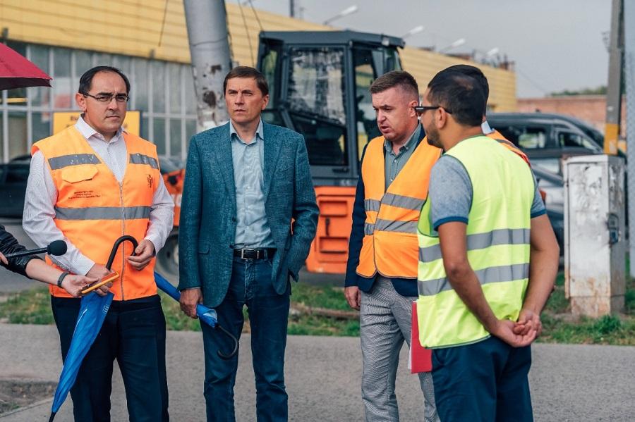 Эксперты проверили состояние автодорог в Октябрьском районе Новосибирска