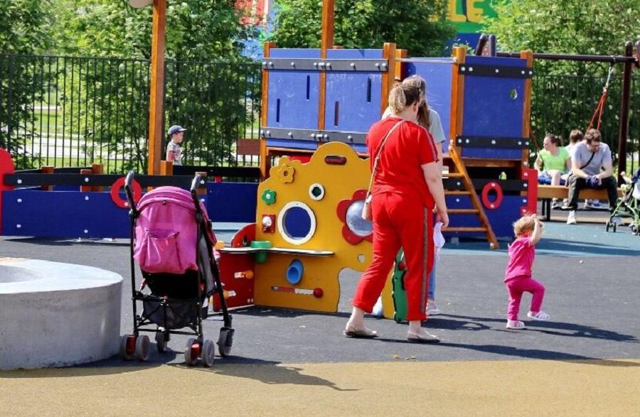 C 1 сентября родители дошкольников будут получать 100% оплату больничного по уходу за детьми