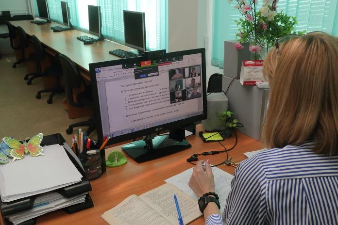 Миниатюра для: Около сотни классов отправили на карантин из-за COVID-19 в Новосибирской области