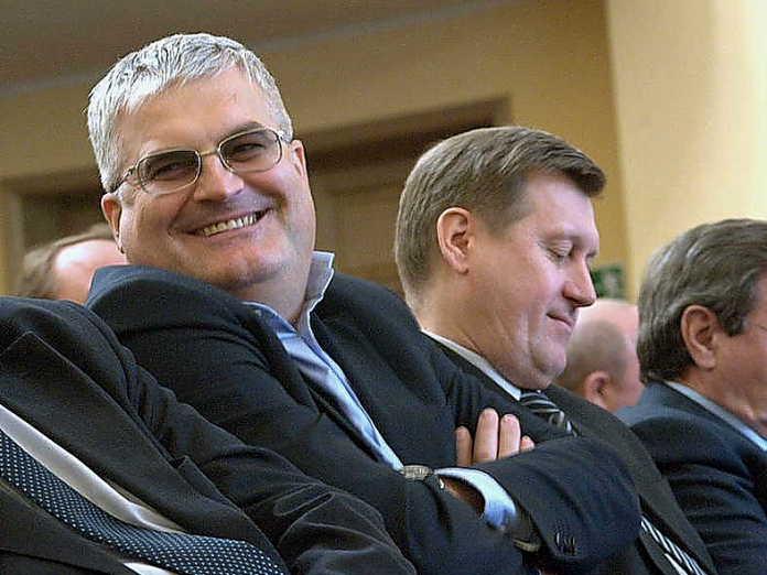 Миниатюра для: Новосибирский парламентарий через суд потребовал миллион с обвинившей его в рейдерстве предпринимательницы