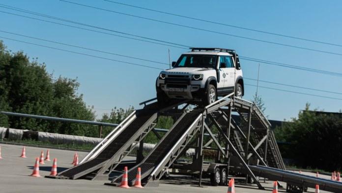 Миниатюра для: В Новосибирске прошло мероприятие Jaguar и Land Rover в формате Expierence