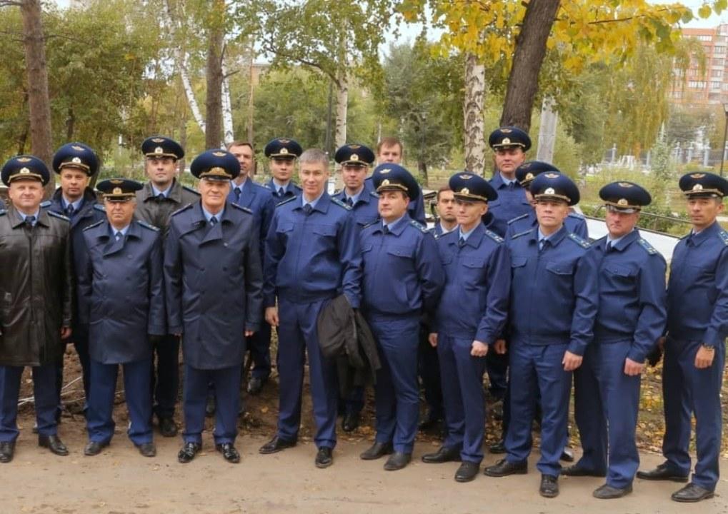 Работники прокуратуры Новосибирской области высадили саженцы