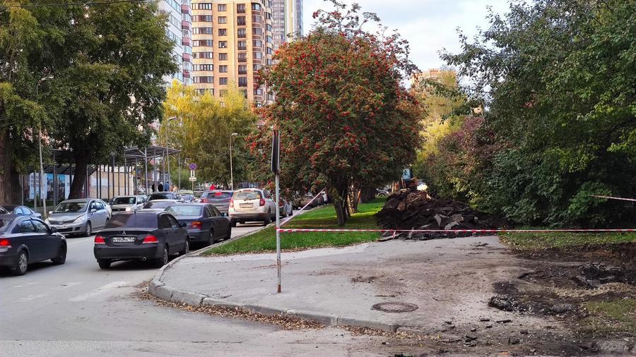 На нескольких улицах в центре Новосибирска пропали тротуары - Изображение