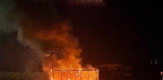 В Новосибирске сгорел пункт проката электросамокатов
