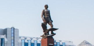 Памятник Покрышкину