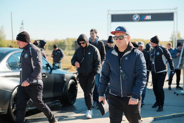 ФОТОБАНК. Сибирские клиенты BMW приняли участие в мероприятии M TOUR 2021 - Картинка